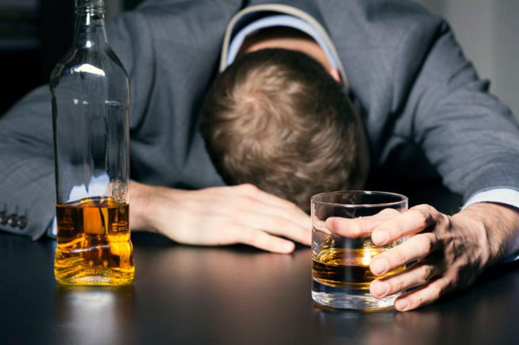 Что такое алкоголизм и какие меры можно предпринять в случае его обнаружения